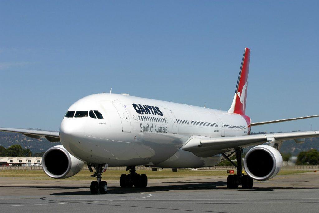 domestic flights with qantas australia