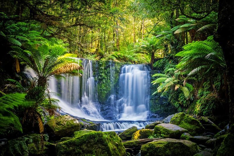 StunningHorseshoe Falls in Tasmania.